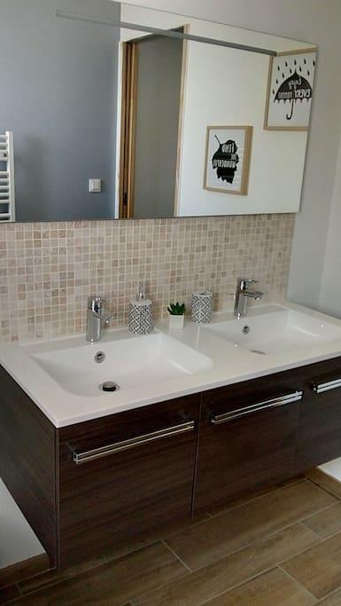 Salle de bain double vasque et baignoire