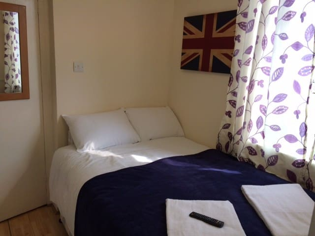 STUDIO *10 min to CENTRAL LONDON by metro* #SW4