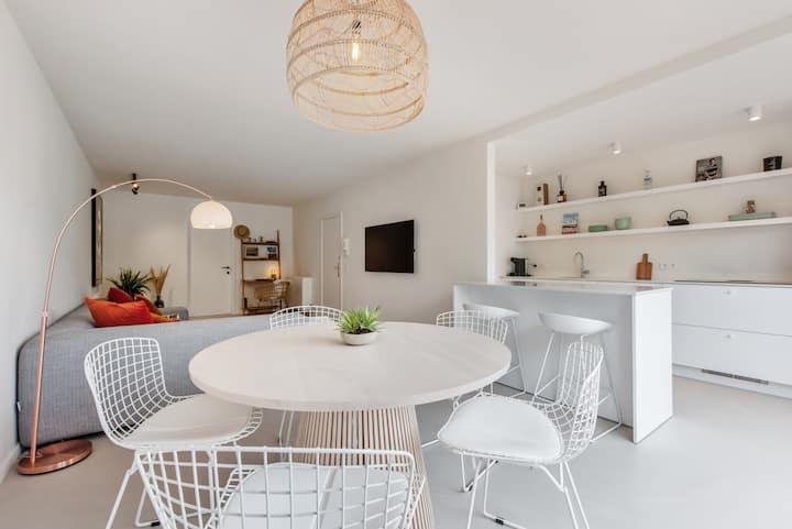 ★ Beautifully renovated appt w/ big cosy terrace ★