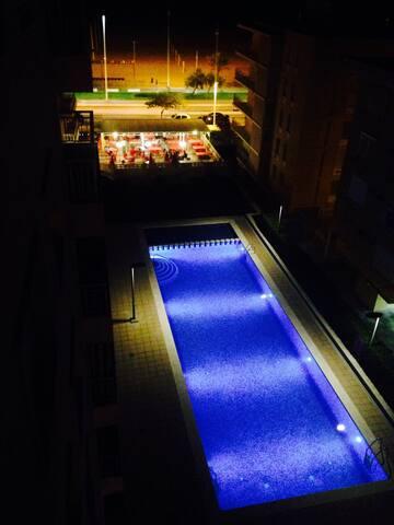 Apto amplio y luminoso 1ª LÍNEA, piscina y parking