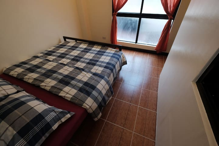 Loft: near a mall, queen bed, WIFI, clean & cozy - Mandaue City