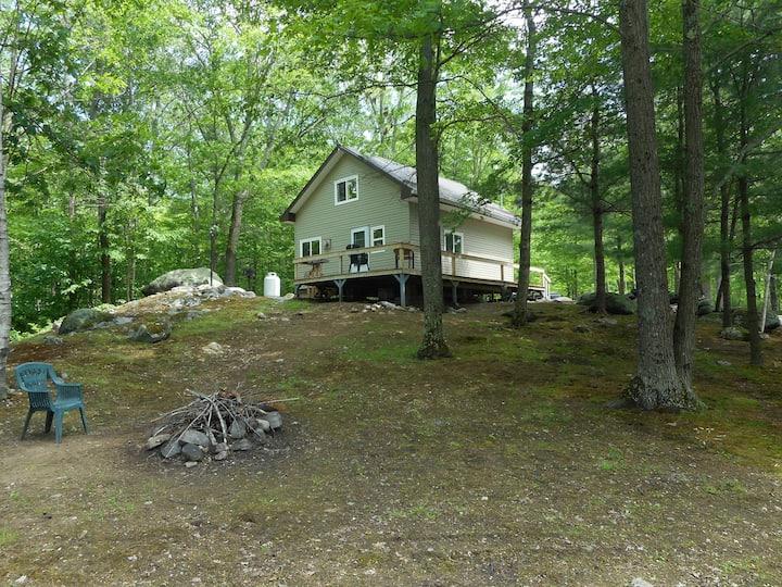 Bear Loft Cottage located on pristine Hungry Lake