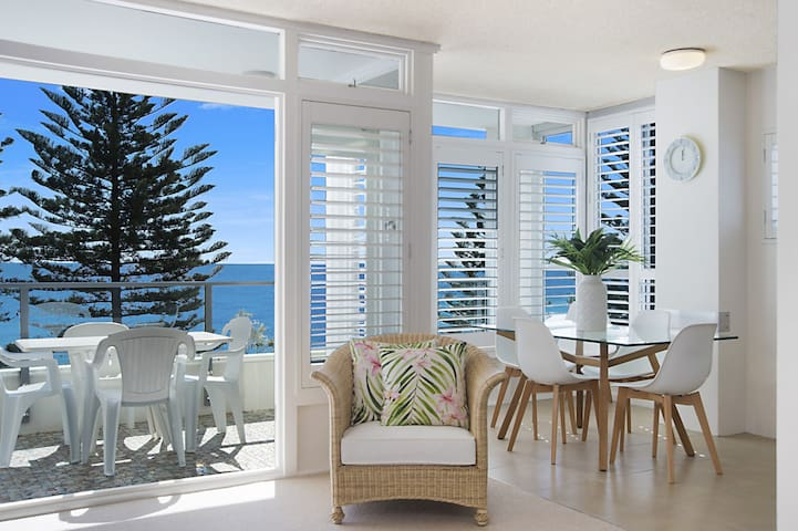 Rainbow Pacific unit 11 - Great value unit right on the beach in Rainbow Bay Southern Gold Coast