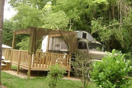 TRUCK atypique au cœur d'un camping vert et calme