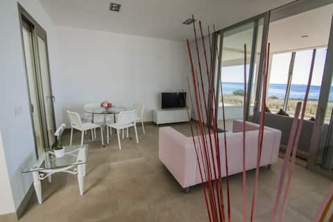 Moderni huoneisto merinäköalalla, WiFi, AC, Parveke