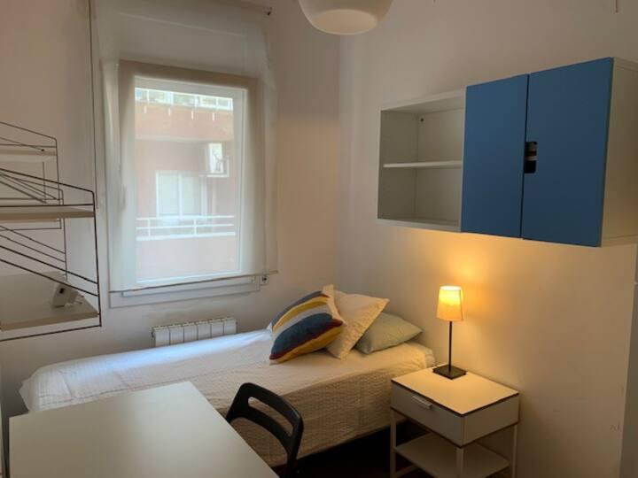 Private room in Gracia neighborhood - very quiet