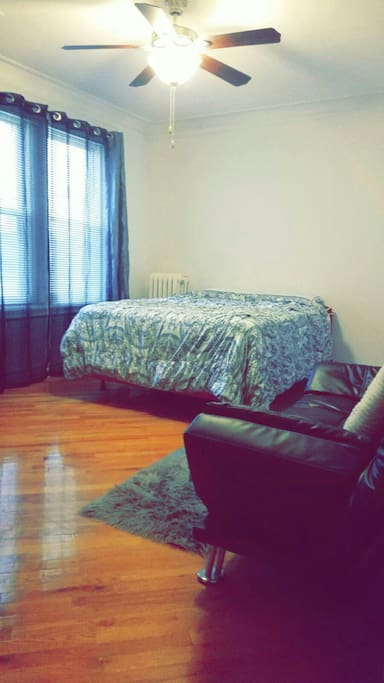 Lincoln Park Gold Coast Large Studio Apartments For Rent In Chicago Illinois United States