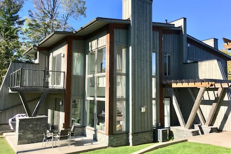 *Muskoka Bay Resort* 4 season Modern 2 Bdrm Loft