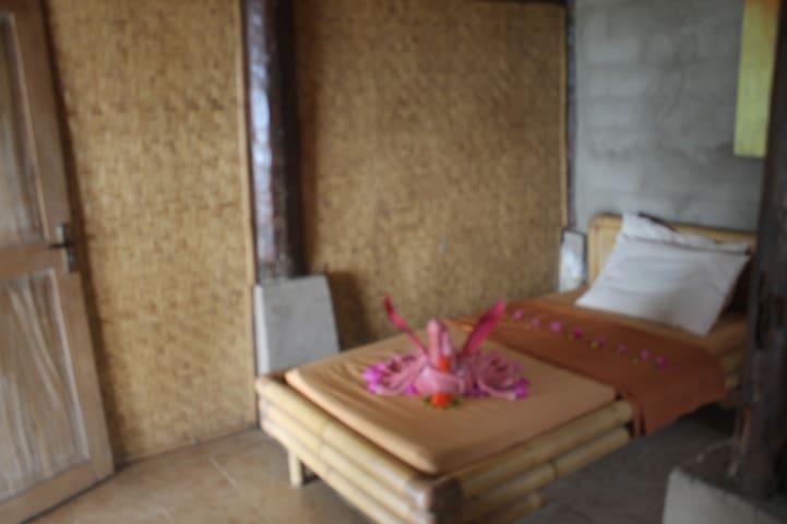 Dolphin Lodge Sekotong