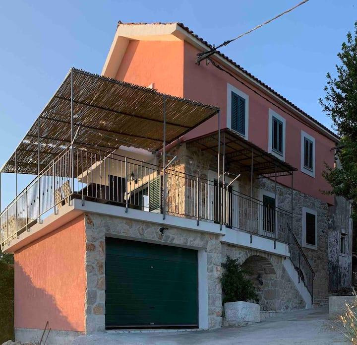Charmigt dalmatiskt stenhus, Villa Anna Postup