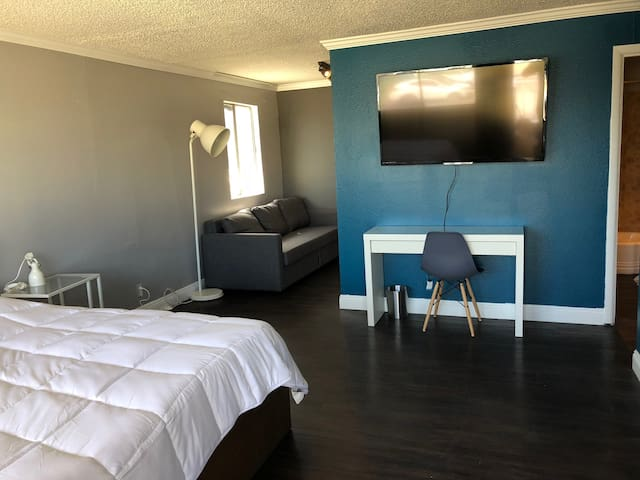 #18 Cozy Studio with Full Kitchen near the Strip!