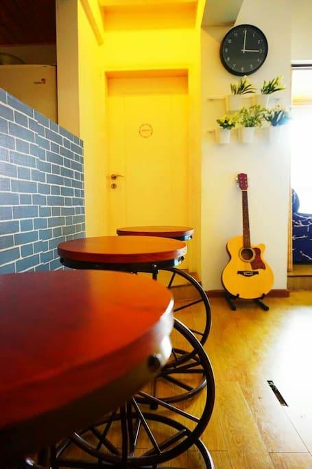 客厅.吧台.吉他