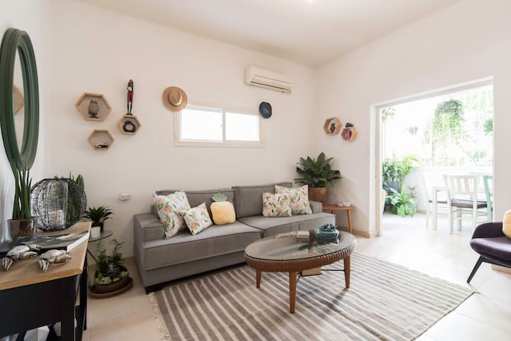stunning and cozy apt in central tlv