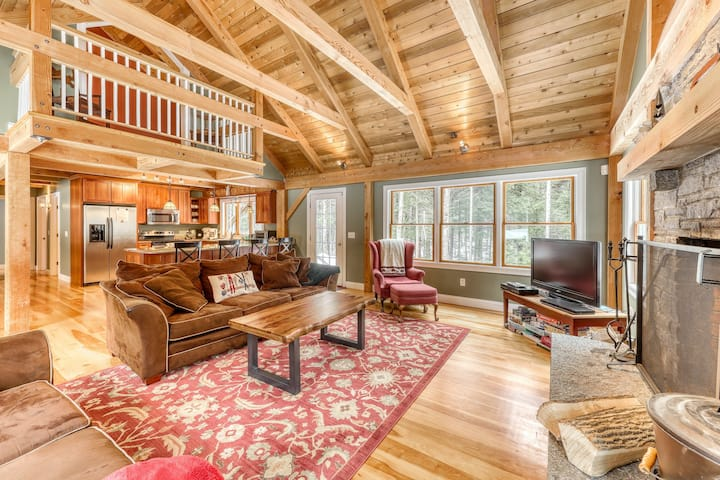 Secluded dog-friendly home w/ wood burning fireplace, Internet, & forest views!
