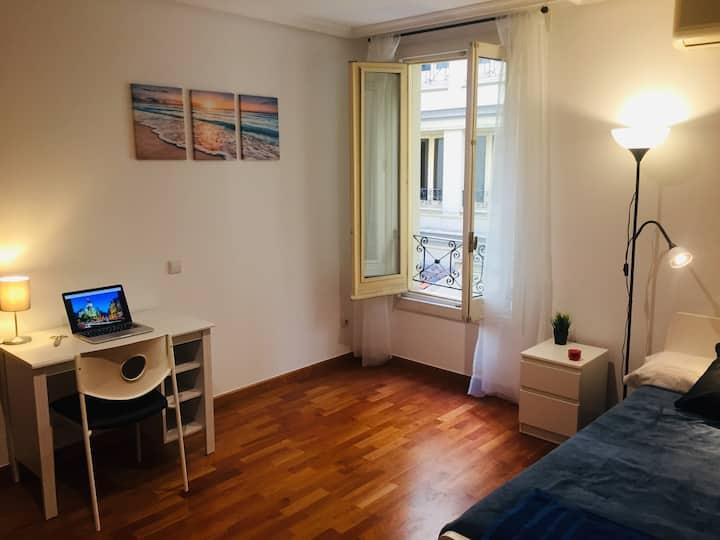 Oh My Travel - Madrid - Habitación muy amplia