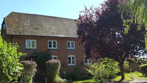 The Granary at Cublington -  Self Contained