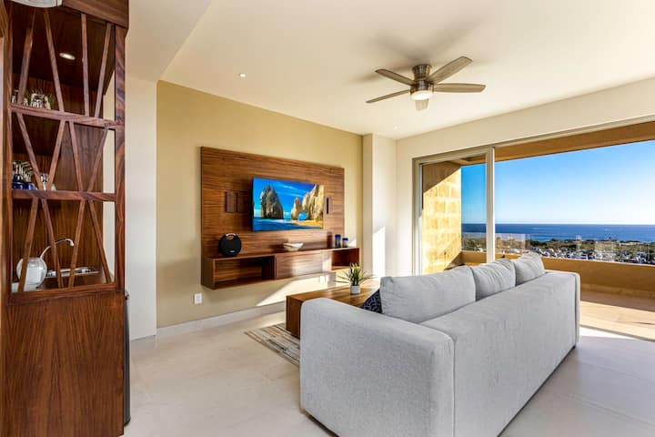 Vibrant New 2BR Condo + Fast WIFI & Majestic Ocean Views + 5* Amenities !