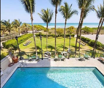 Surfside Beach front apt with view, pool, parking