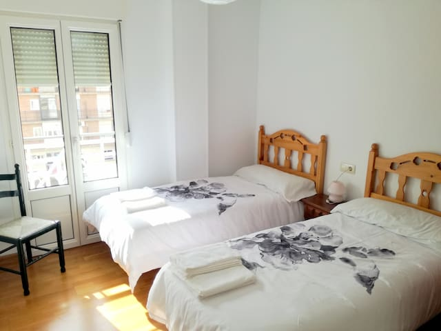 Room with terrace, breakfast+WiFi+A/C - Granada - Wohnung