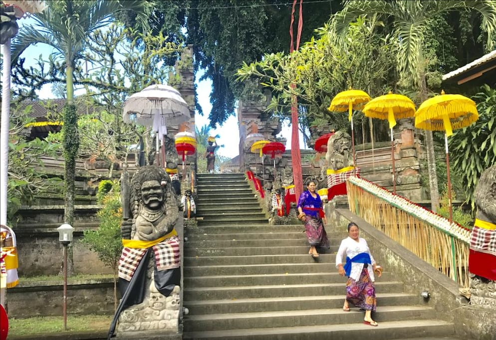 Right across the street from a Balinese temple! Walk to go sightseeing or catch a temple ceremony!
