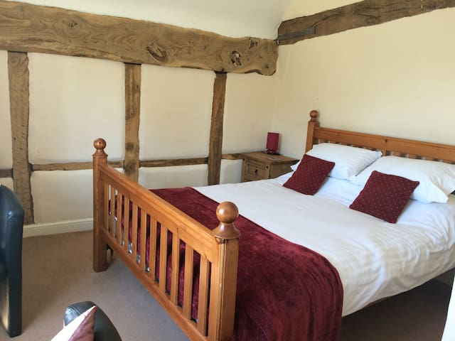 Olde worlde farmhouse with modern comforts & wifi - Hanley Castle - Hus