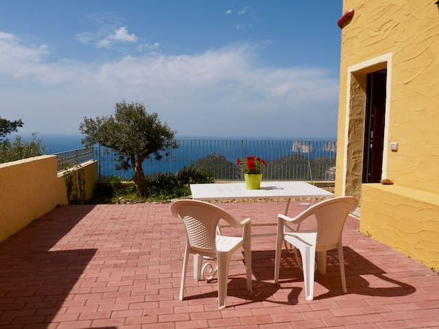 Nuovissimo Appartamento sul Mare con Cortile - Nebida - Flat