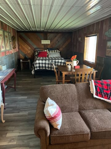 Rustic loft living quarters! With a south awesome view to the great Nebraska corn fields! Room size is 28 ft X 12 ft. 1 Queen bed and 1 couch with a blow up Air mattress. TV on West wall with Nexflix / Wi-Fi internet TV viewing options. Central Air.