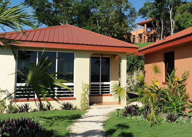 Villa Cayo#4 Affordable Luxury-A/C-Internet-Movies - San Ignacio - Apartamento