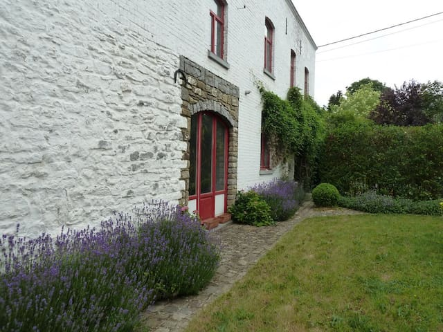Green nature country & tradition old style cottage - Gembloux - Guesthouse