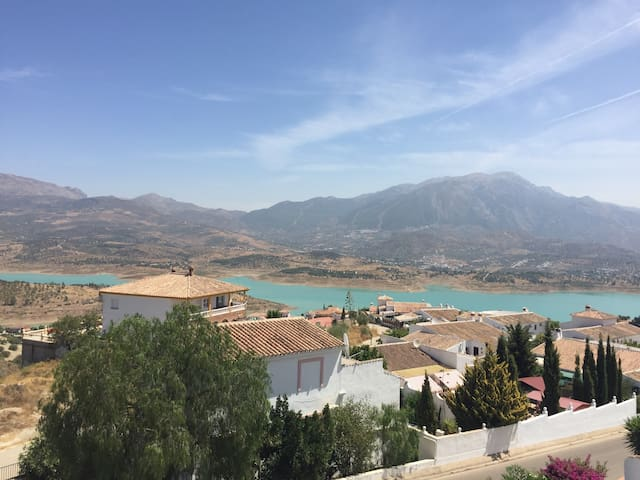 Apartment with Amazing views over Lake Vinuela