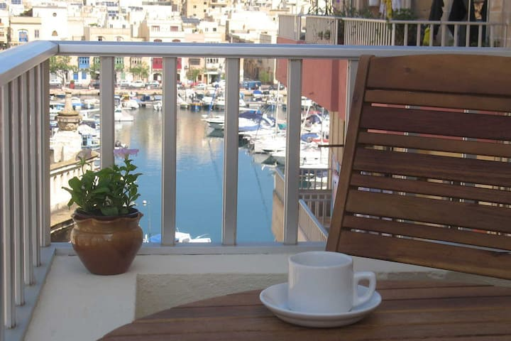 Superbly Located with views near Valletta. - Msida - Daire
