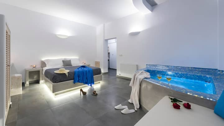 shining star suite(in the centre of santorini)