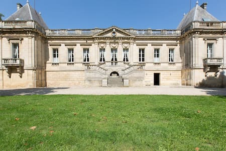 CHATEAU COUFFINS  20 pers - Asques - Istana