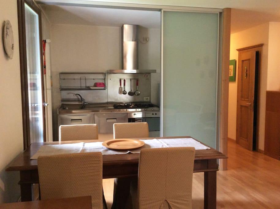 Sala da pranzo / Angolo cottura a scomparsa / Salotto