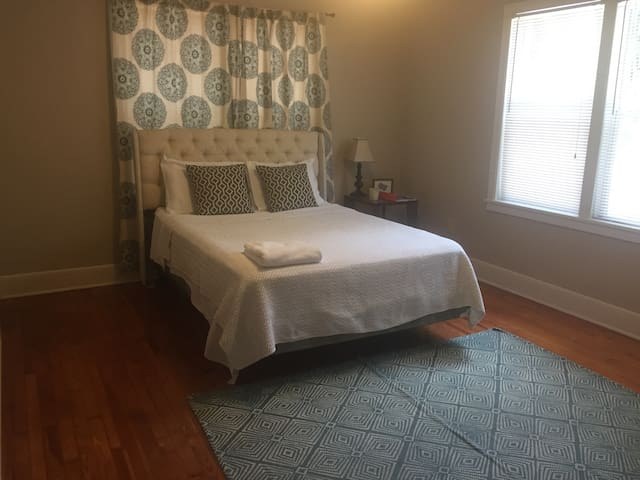 Private Bedroom Across from UF Football Stadium - Gainesville - Byt