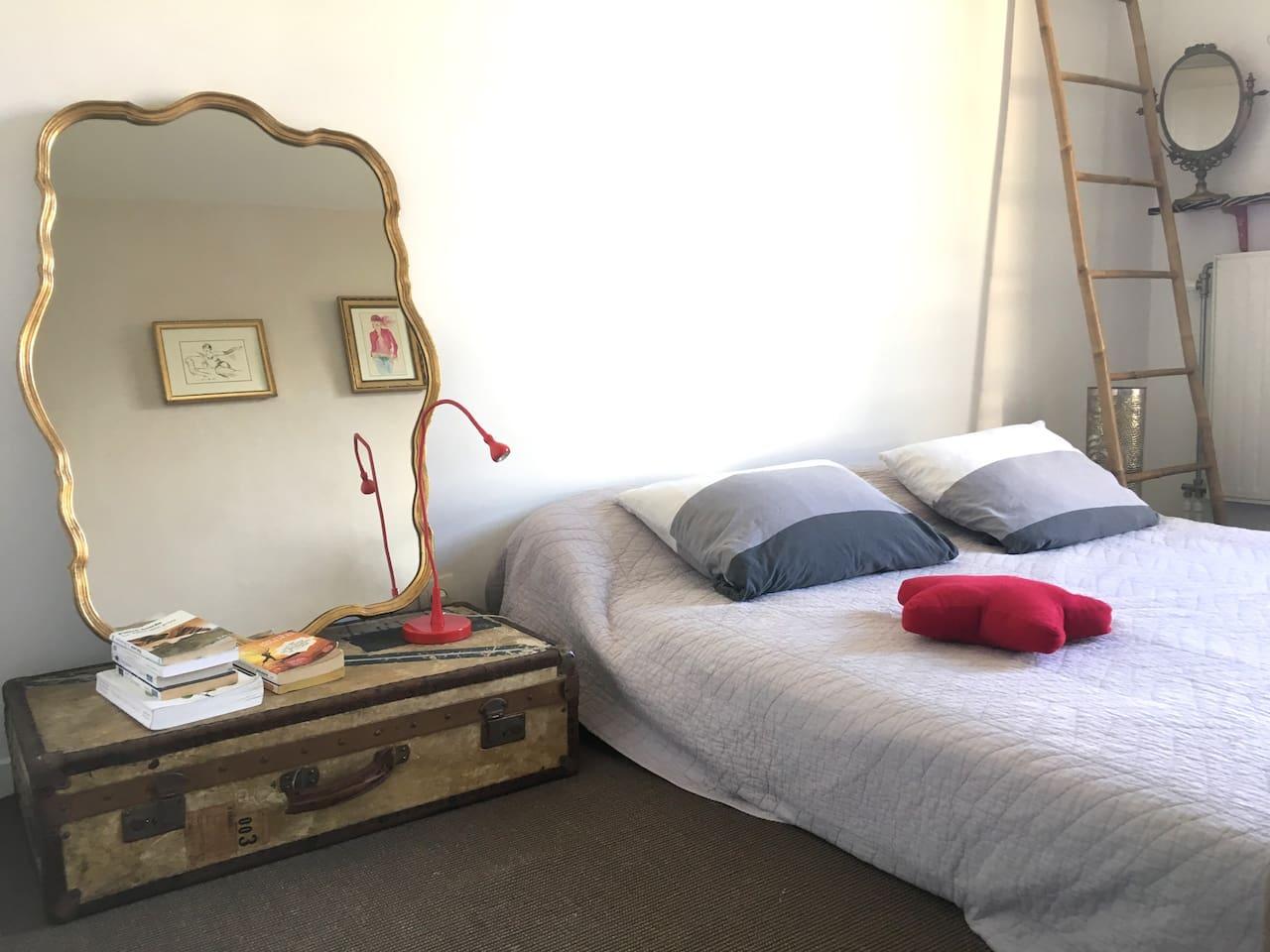 Chambre lit en 160 de large - Room with bed 160 wide