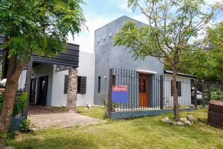 Hermosa Casa en Villa los Aromos con piscina