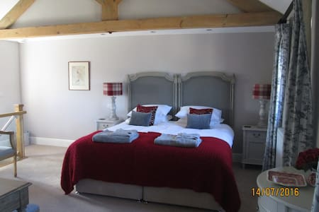 Romantic self-contained cottage near YORK. - North Yorkshire - Huis