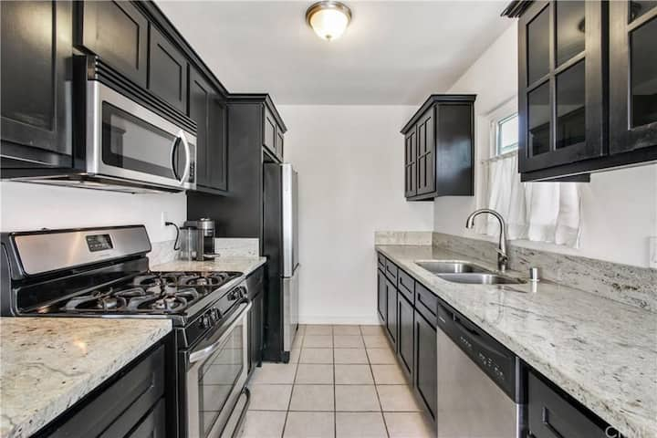 PRIVATE 1 BR Retreat few blocks from the Beach