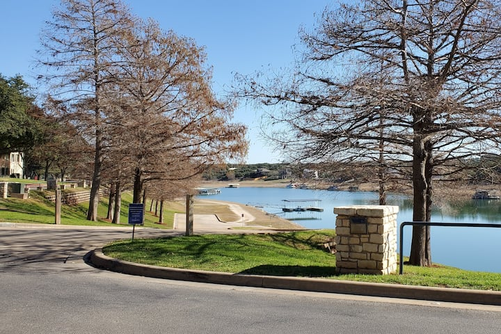 Island Lake Travis, TX - Marvelous Courtyard Condo