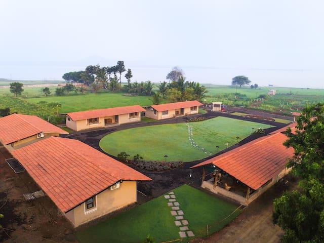 Utopia Farm Stay Room 5 - Close to Sula Vineyards