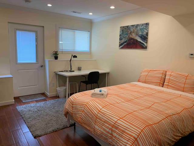 A1-Parkside new spacious studio w/private entrane