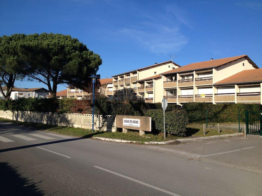 Studio au port d 39 andernos piscine appartements louer - Piscine andernos les bains ...