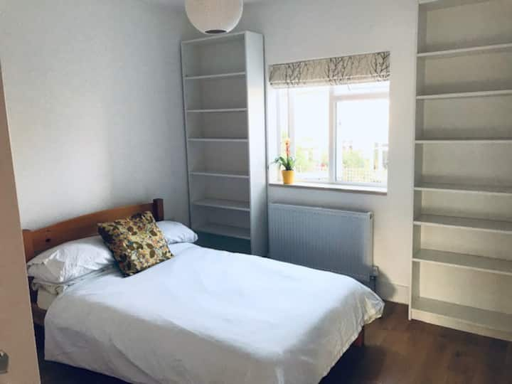 Clean & comfortable double room w private bathroom