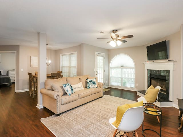 2 Bedroom/2 bath Modern Condo in West Greensboro