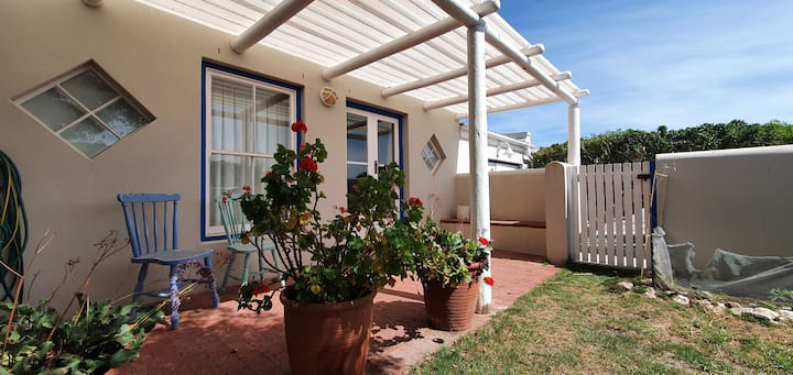 Sandbaai Langebaan 2 sleeper  plus space for kids