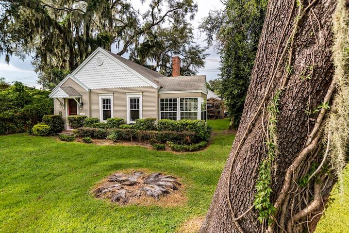 Epic Lakeland Cottage
