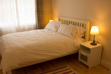 K5.  Roomy Kingsize en-suite  perfect for Business