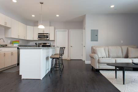2 bedroom apt downtown Waltham #406 - Waltham