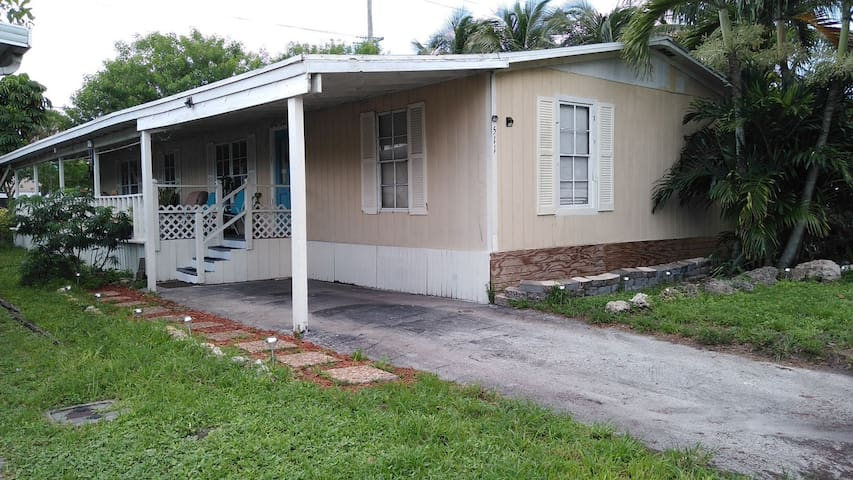 Family Friendly 3/2 home in Plantation